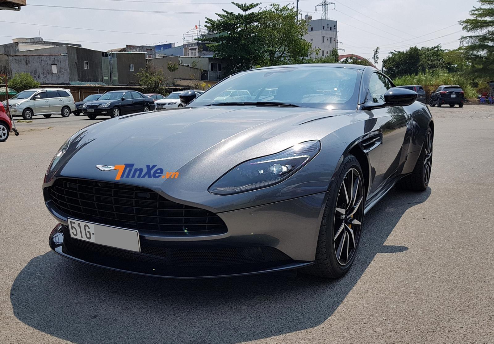 Aston Martin DB11 đầu tiên Việt Nam có giá ưu đãi hơn 14 tỷ đồng