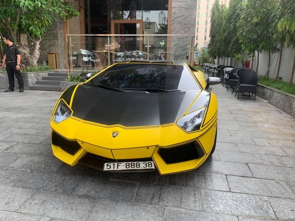 Siêu xe Lamborghini Aventador LP700-4 độ Vorsteiner thay áo mới