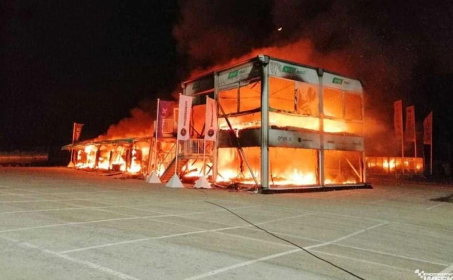 Nhà chứa xe đua cùng 18 chiếc Energica Ego Corsa và toàn bộ cơ sở vật chất bên trong đã bị thiêu rụi