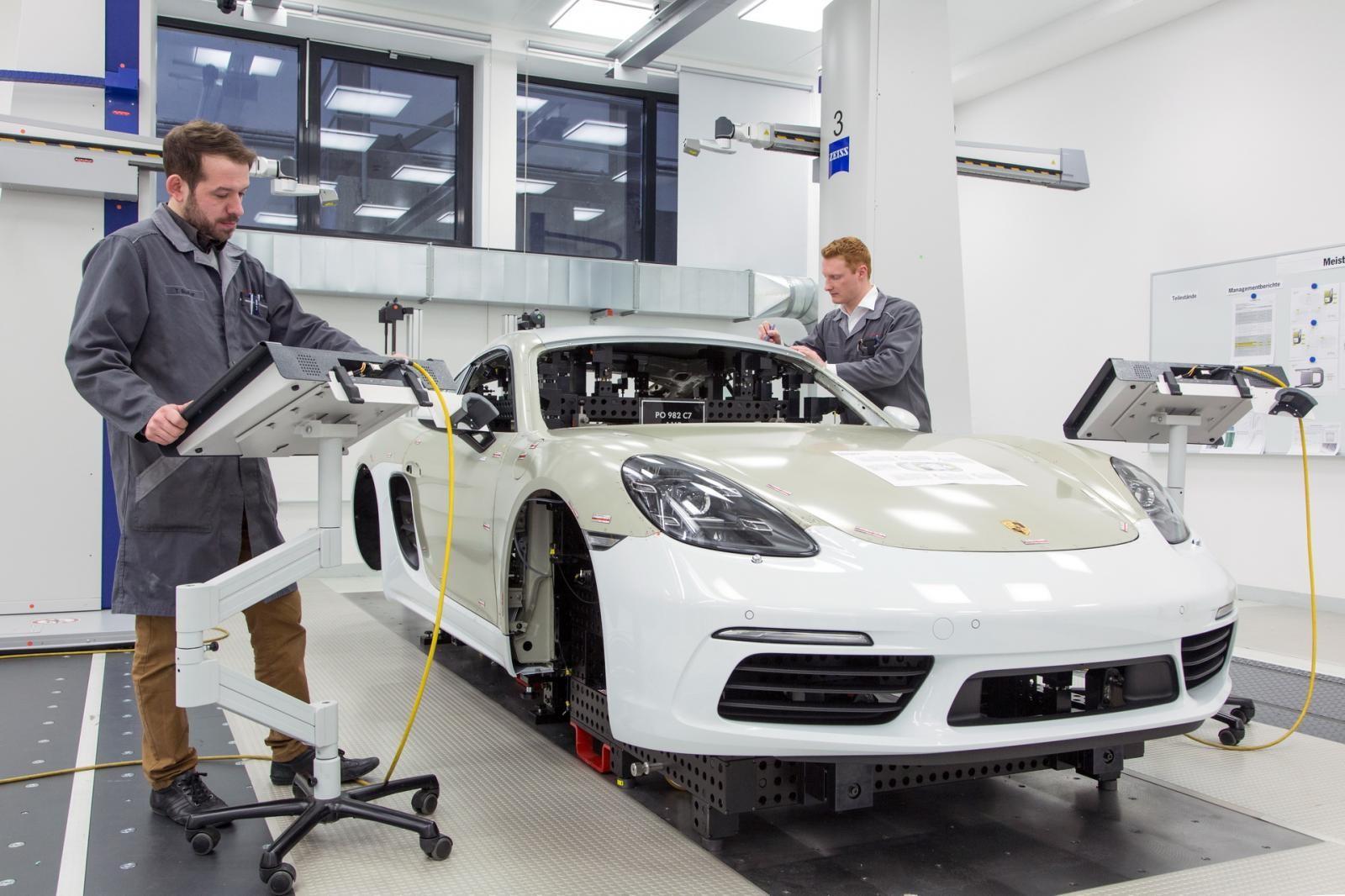 Hãng Porsche phải chuyển dây chuyền lắp ráp 718 Cayman đi nơi khac để lấy chỗ sản xuất 911 2020