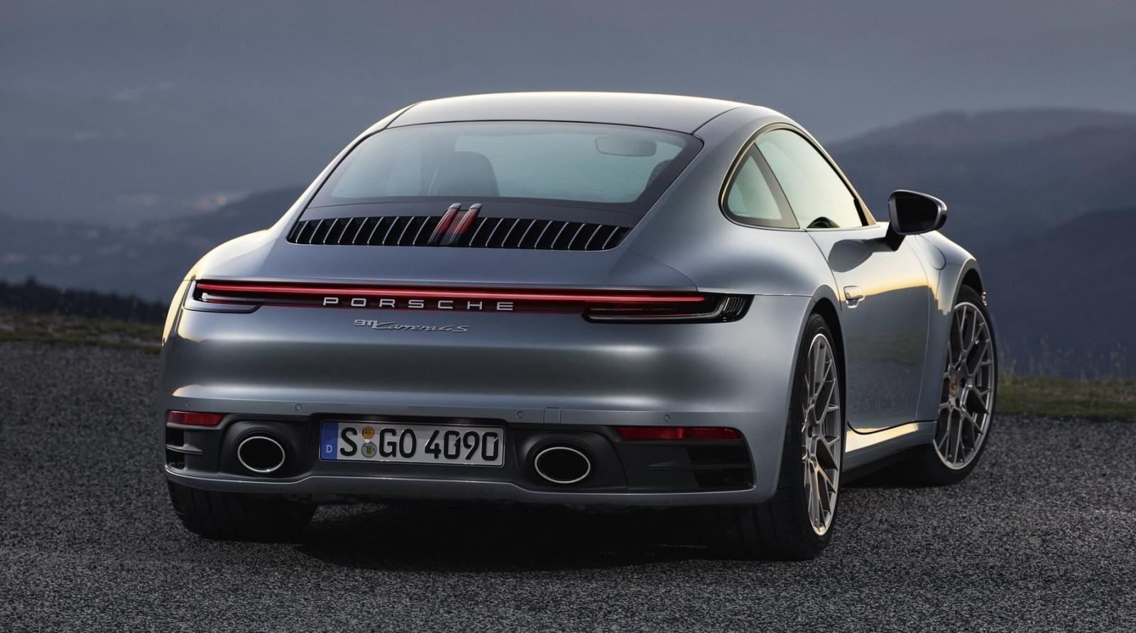 Porsche 911 2020 nhìn từ phía sau