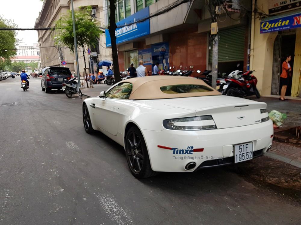 Chiếc siêu xe Aston Martin V8 Vantage Roadster đã có tuổi đời 11 năm