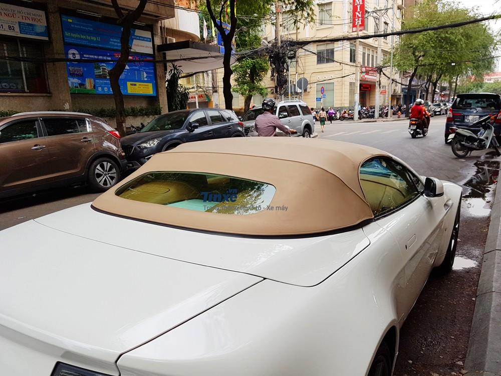 Aston Martin V8 Vantage Roadster 2008 chỉ mất khoảng thời gian từ 18 đến 20 giây để đóng hoặc hạ mui
