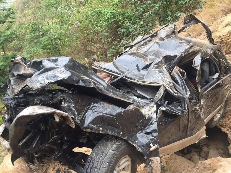 Vụ tai nạn khiến lái xe tử vong tại chỗ, cháu bé đi cùng may mắn sống sót đã được đưa đi cấp cứu