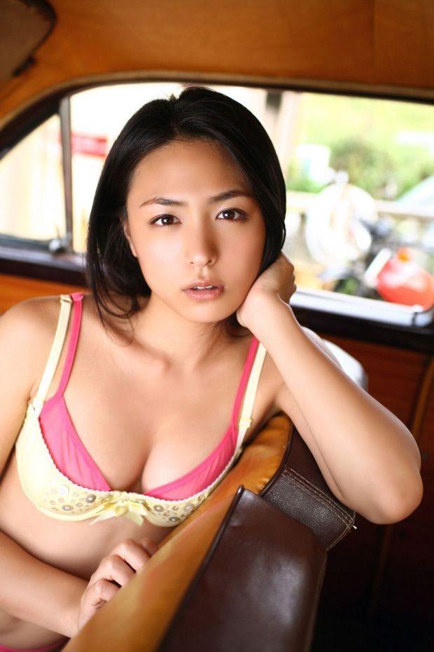 Mê mệt với vẻ gợi cảm bên xe cổ của idol Nhật Bản - Kawamura Yukie - 12