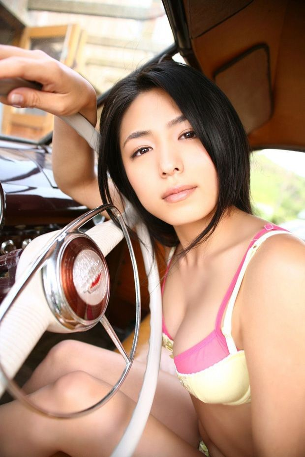 Mê mệt với vẻ gợi cảm bên xe cổ của idol Nhật Bản - Kawamura Yukie - 11