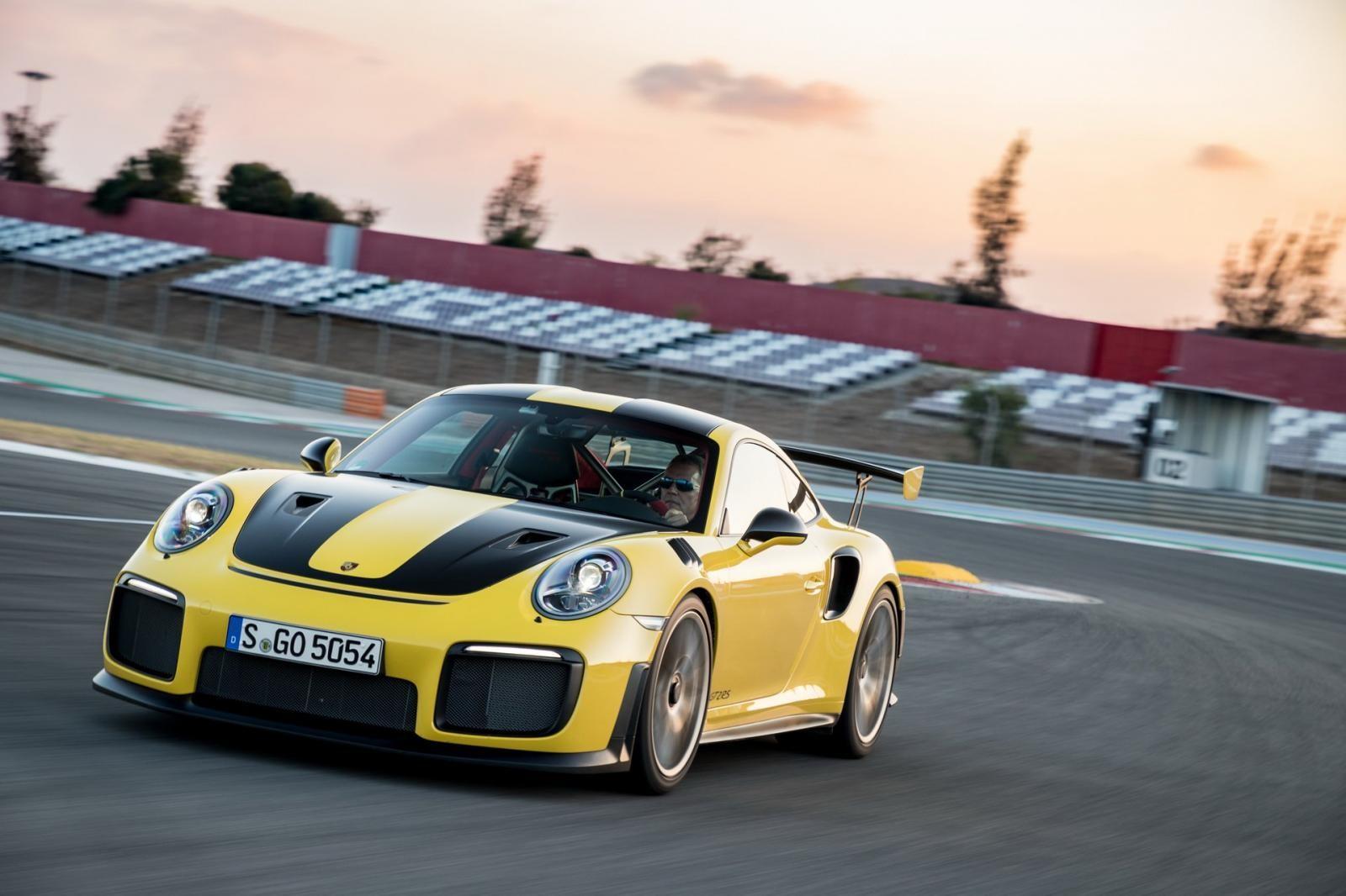 Con tàu Grande America được cho là chở ít nhất 4 chiếc Porsche 911 GT2 RS