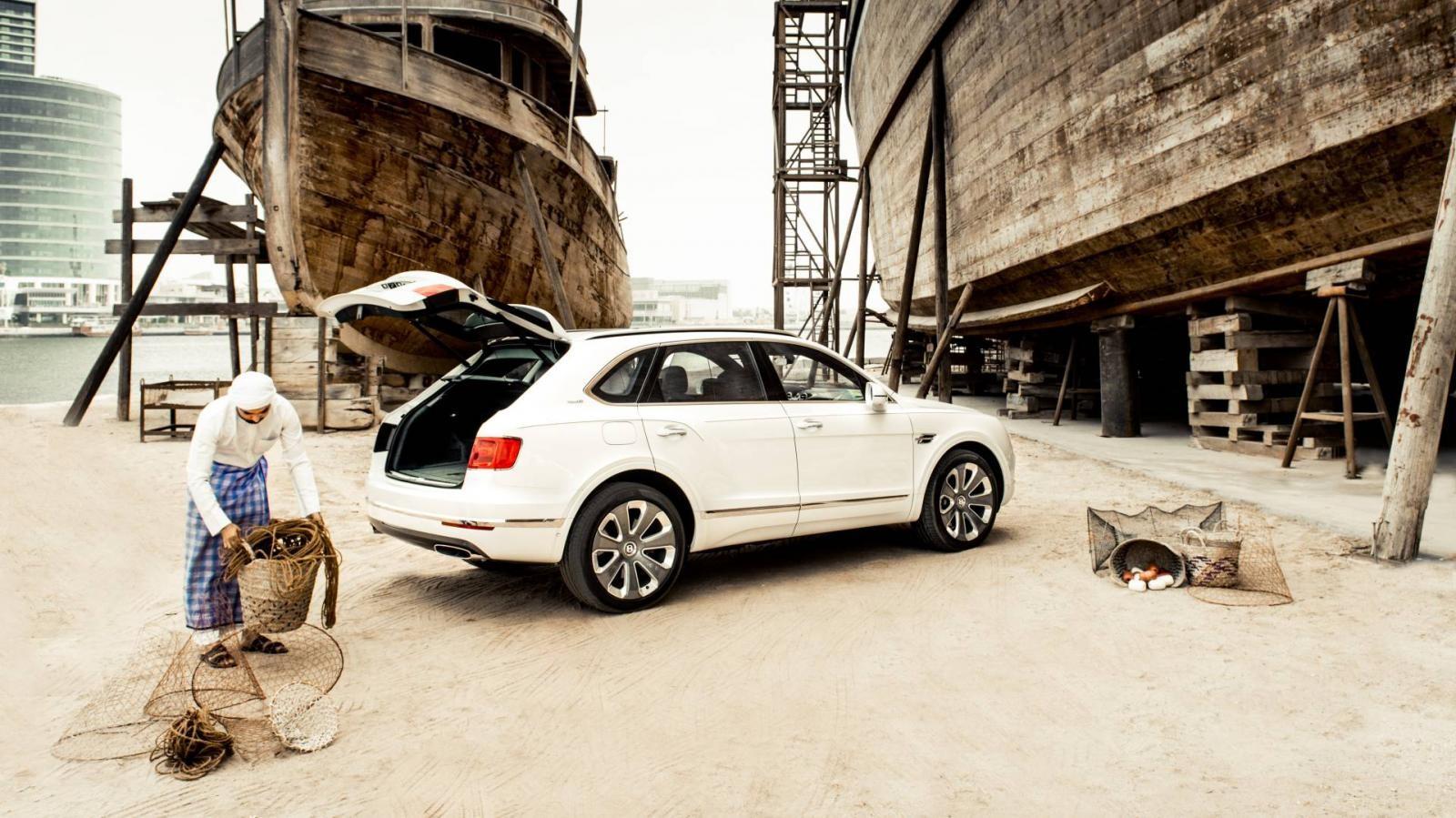 Bentley Bentayga Pearl Of The Gulf được ra đời để ca ngợi nghề lặn lấy ngọc trai của vùng Vịnh Ả-Rập