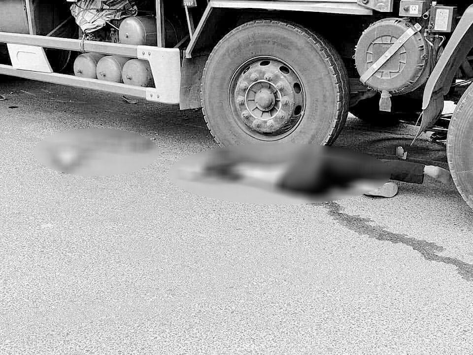 Người phụ nữ chết thảm dưới bánh xe tải