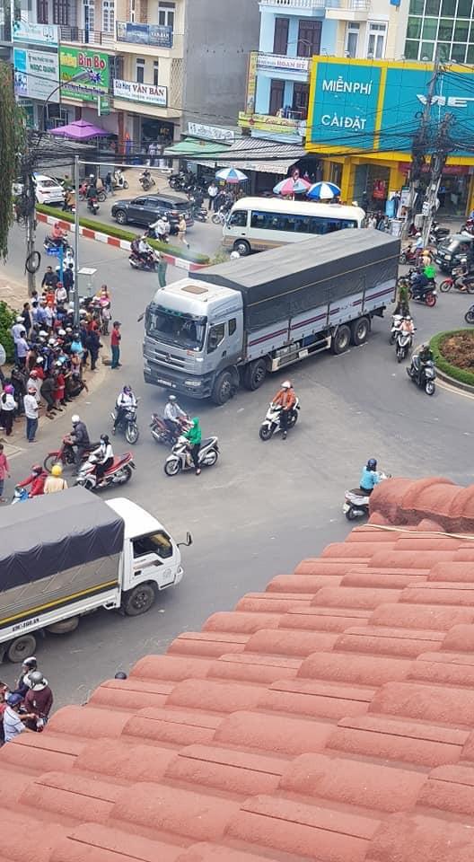 Hiện trường vụ tai nạn tại ngã tư Phan Chu Trinh của thành phố Đà Lạt
