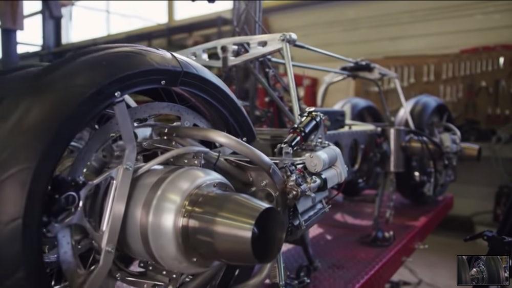 Lazareth LMV 496 được trang bị thêm động cơ turbine phản lực