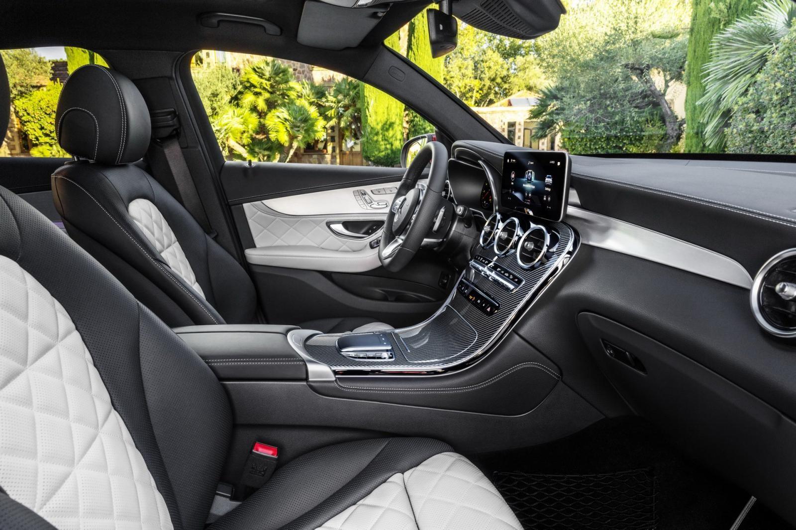 GLC Coupe 2020 được trang bị hệ thống thông tin giải trí MBUX như những mẫu xe Mercedes-Benz đời mới