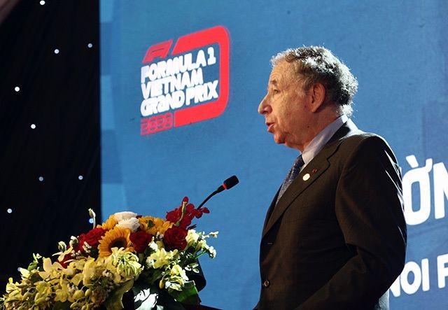 Chủ tịch Liên đoàn xe động cơ thể thao thế giới (FIA) - ông Jean Todt phát biểu tại lễ động thổ đường đua F1 tại Hà Nội