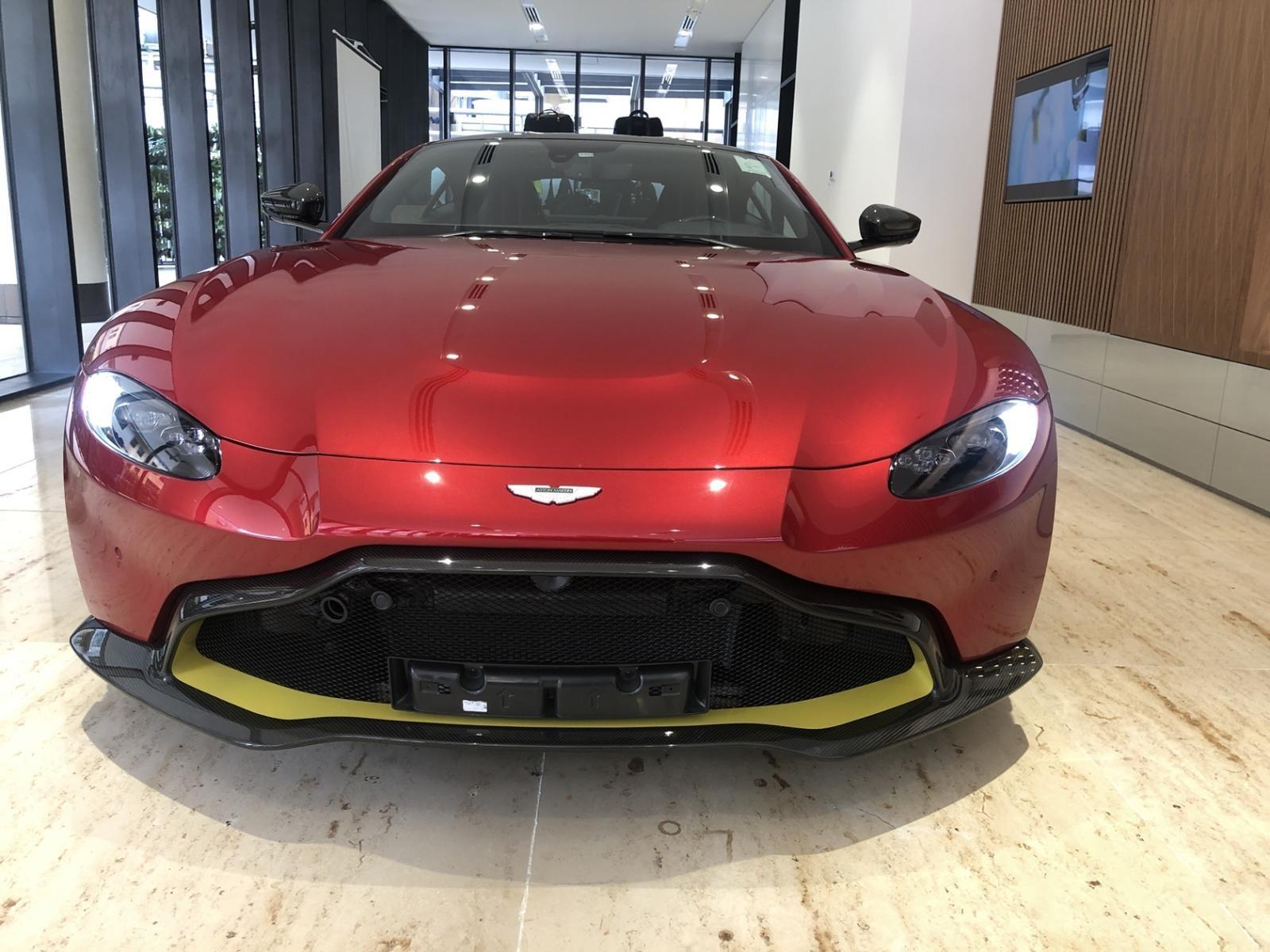 Aston Martin V8 Vantage 2018 được chào bán chính hãng 14,988 tỷ đồng tại Việt Nam