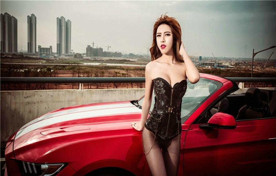 Hot girl thản nhiên diện nội y gợi cảm để xin đi nhờ xe Ford Mustang - 10