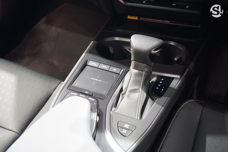 Lexus UX 2019 được trang bị hộp số tự động E-CVT
