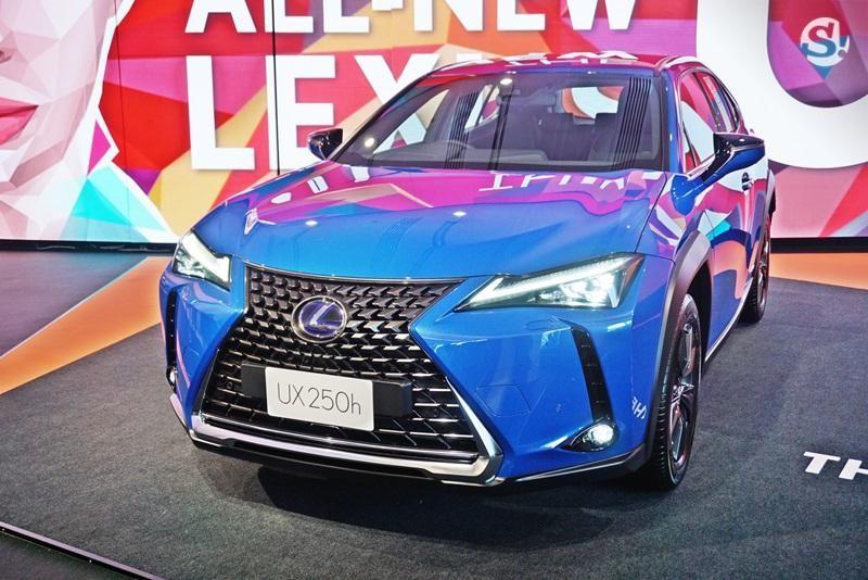 Cận cảnh thiết kế đầu xe của Lexus UX 2019