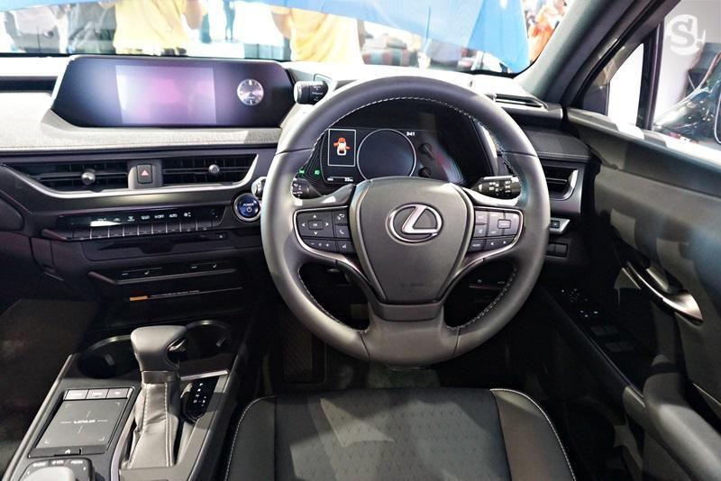 Nội thất bên trong Lexus UX 2019 tại Thái Lan