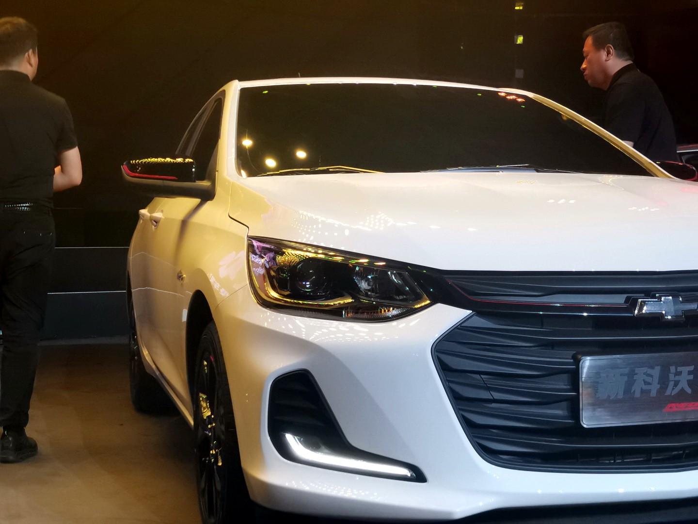 Dải đèn định vị ban ngày/đèn sương mù hình L của Chevrolet Onix 2019