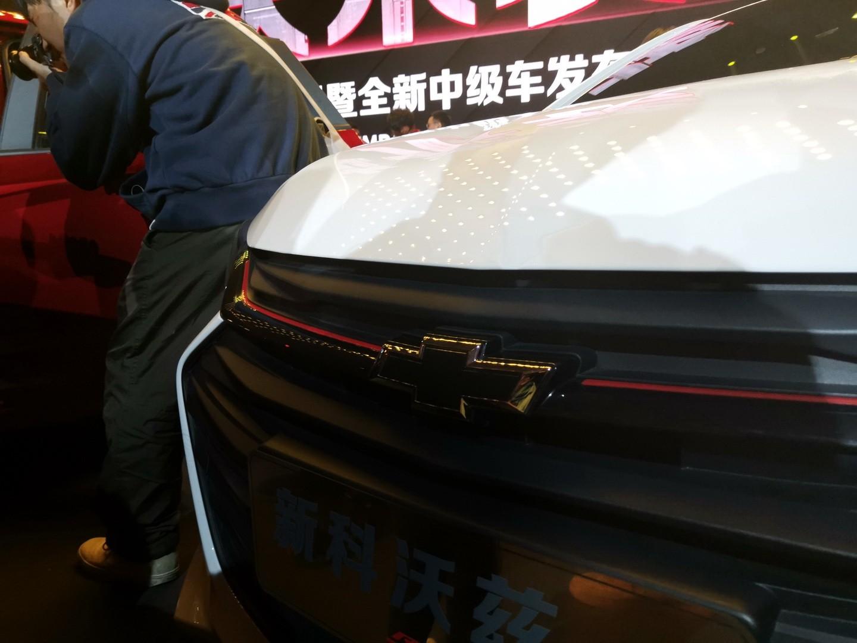 Đường kẻ chỉ màu đen trên lưới tản nhiệt của Chevrolet Onix 2019