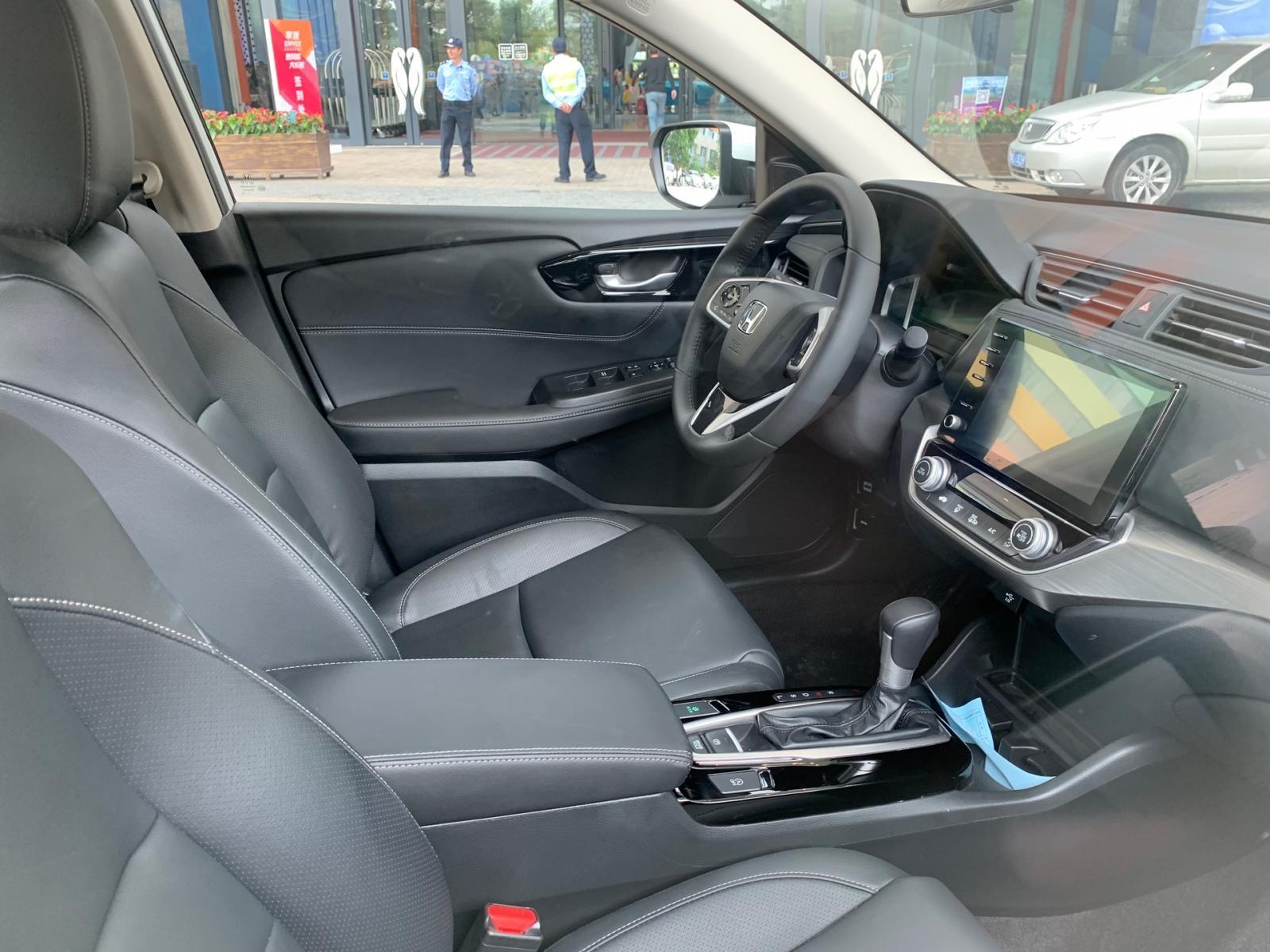 Nội thất dùng tông màu đen chủ đạo của Honda Envix 2019