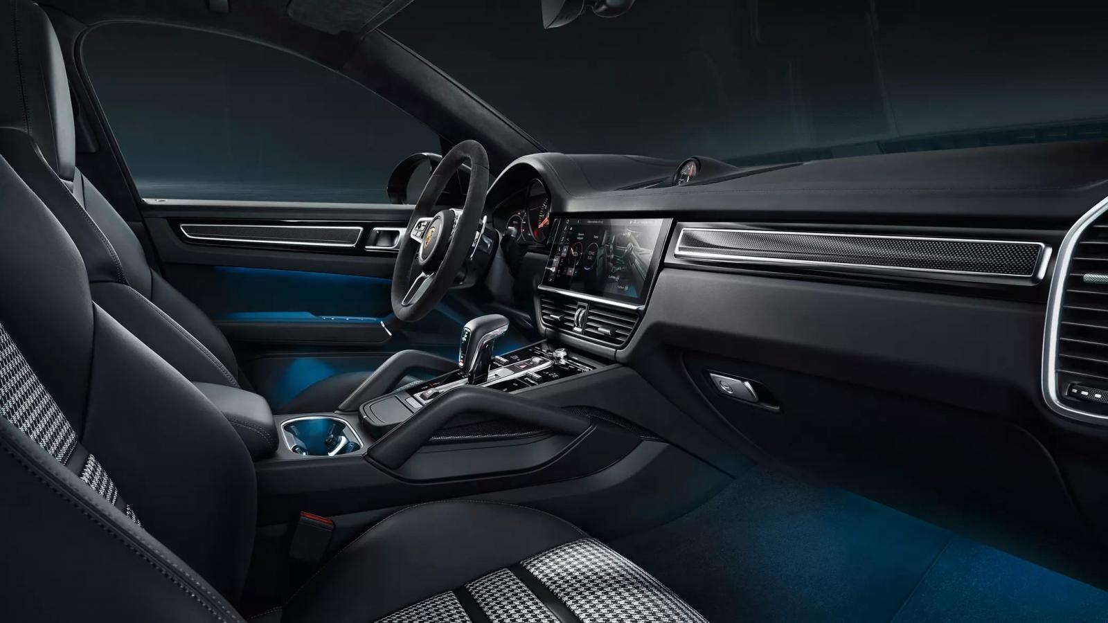 Porsche Cayenne Coupe 2019 có những chi tiết nội thất bằng sợi carbon