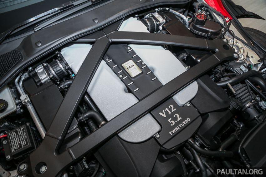 Aston Martin DBS Superleggera 2019 sử dụng động cơ xăng V12