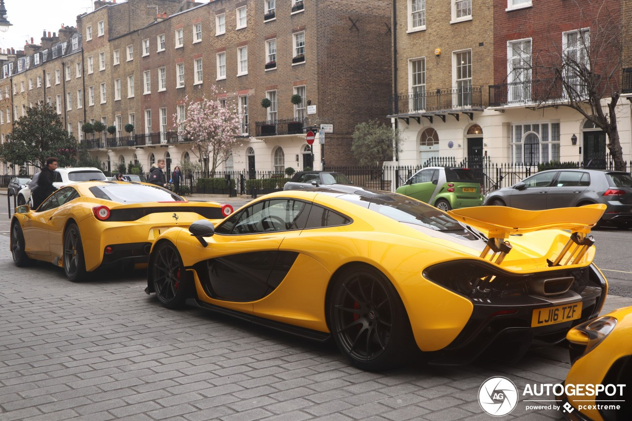 1 chiếc McLaren P1 khoe dáng cùng Ferrari 458 Speciale màu vàng