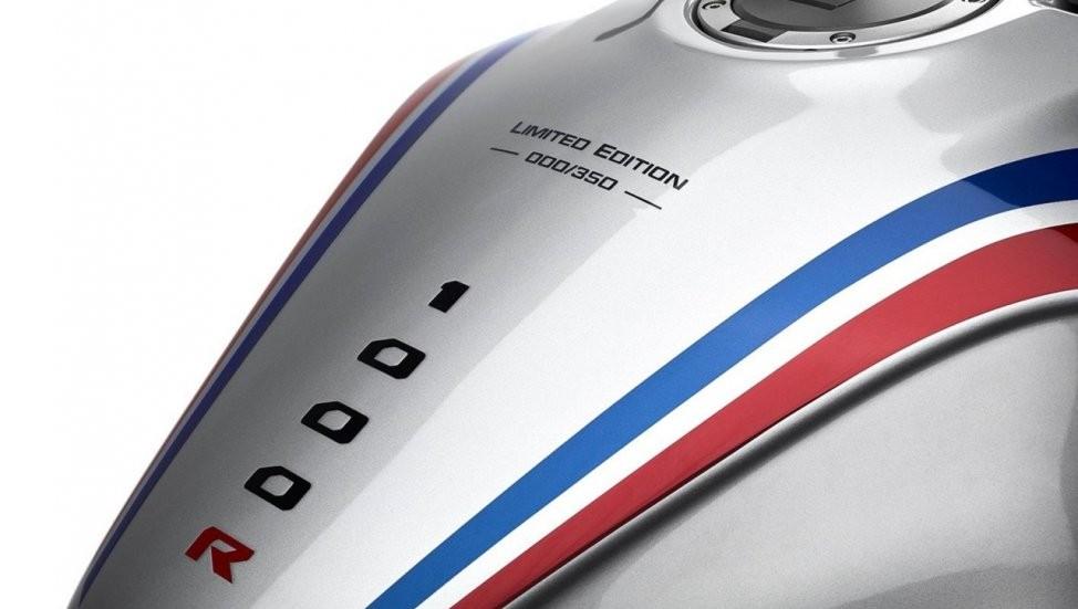 Số thứ tự xuất xưởng của bản giới hạn Honda CB1000R+ được in ở bình xăng