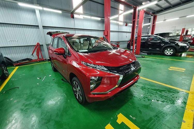 Mitsubishi Xpander mang ngoại thất màu đó có mặt tại khu xưởng dịch vụ chính hãng