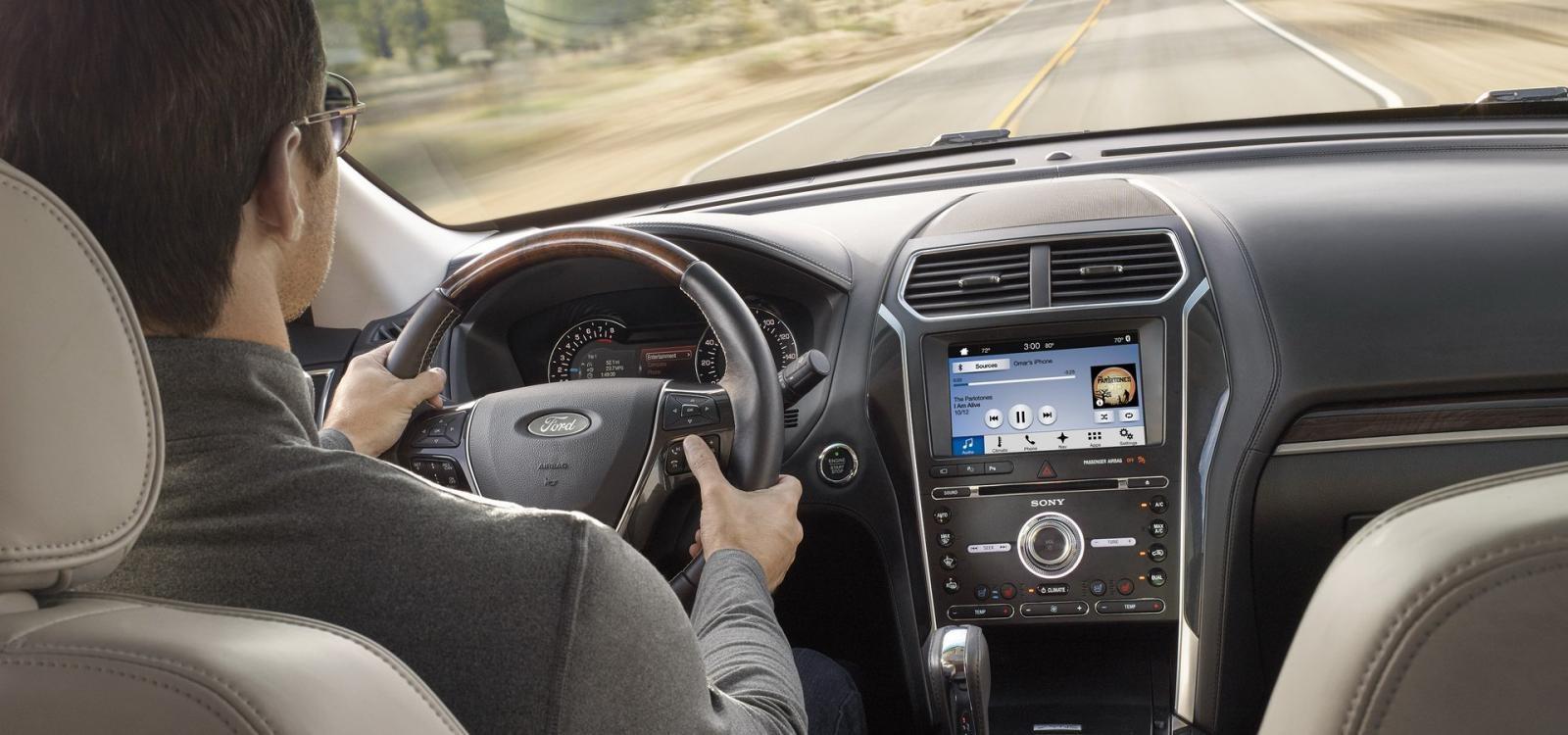 Trong vài năm trở lại đây, Ford Explorer đã bị không ít khách hàng phàn nàn về tình trạng mùi khí thải lọt vào khoang lái