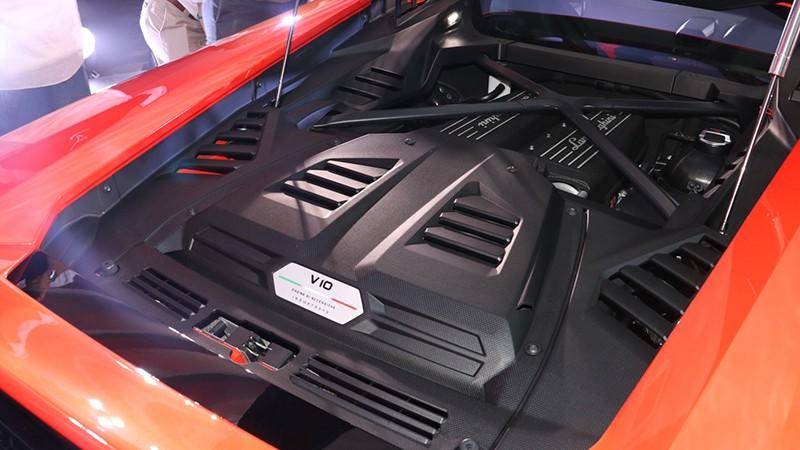 Động cơ V10, hút khí tự nhiên, dung tích 5,2 lít khi lắp trên Lamborghini Hurcan EVO mạnh hơn 30 mã lực so với Lamborghini Huracan LP610-4
