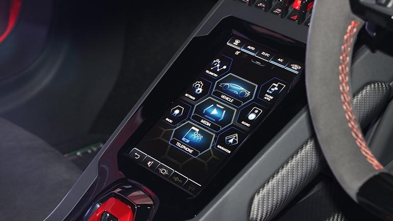 Hệ thống giải trí nổi bật với màn hình cảm ứng 8,4 inch
