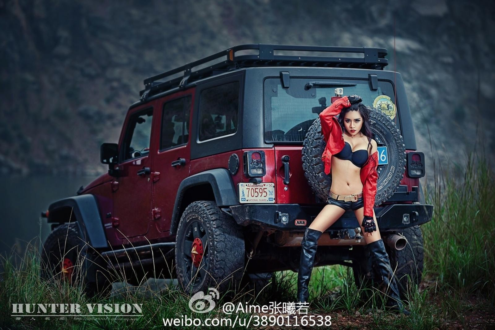 Người mẫu gốc Hoa thể hiện cá tính, khoe vẻ gợi cảm bên Jeep Wrangler - 2