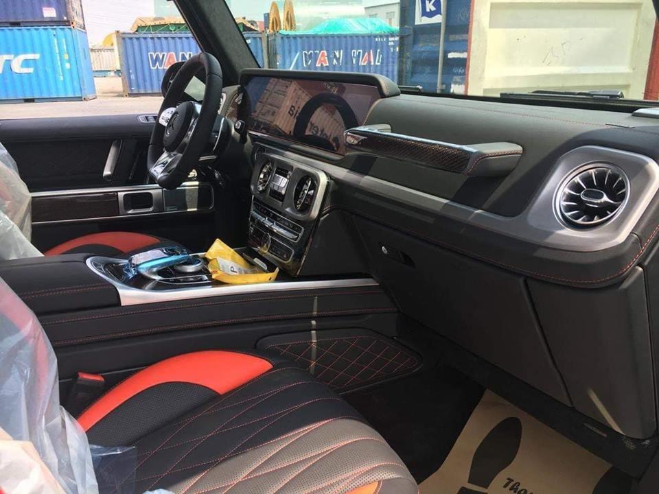 Nội thất Mercedes-AMG G63 Edition 1 màu trắng có màu đen-đỏ