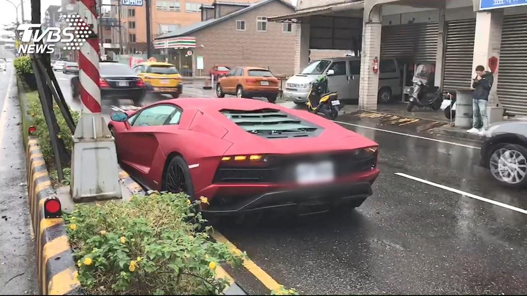Lamborghini Aventador S LP740-4 có giá bán 20,32 tỷ đồng tại Đài Loan, rẻ hơn phân nửa so với giá xe tại Việt Nam
