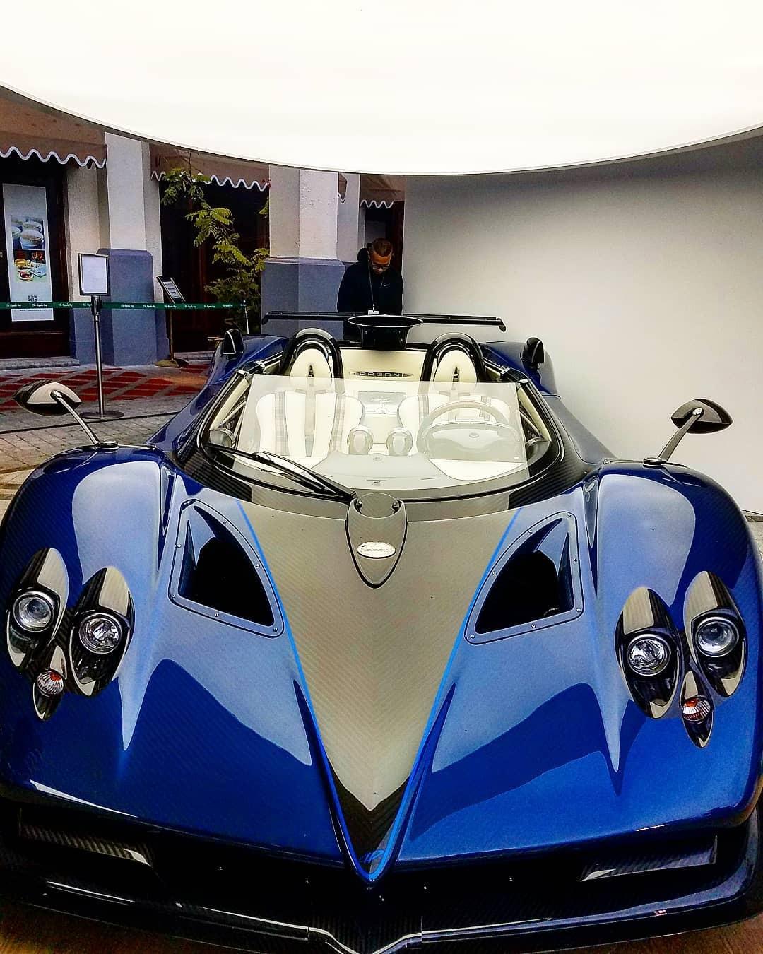 Pagani Zonda HP Barchetta mang ngoại thất sợi carbon xanh kết hợp sợi carbon bóng