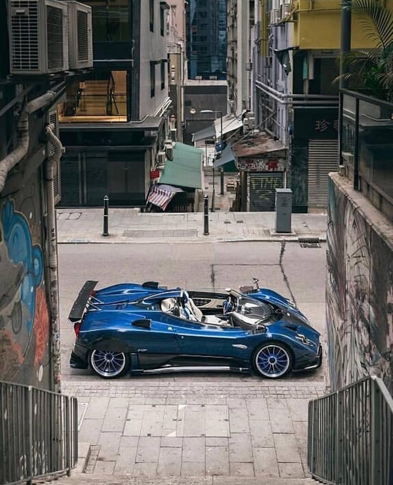 Giá bán Pagani Zonda HP Barchetta khoảng 15 triệu đô la