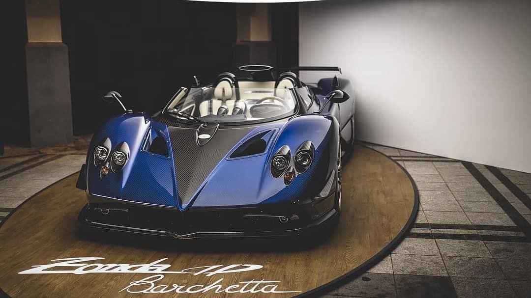 Đây là lần ra mắt đầu tiên với giới siêu giàu ở châu Á của cực phẩm Pagani Zonda HP Barchetta
