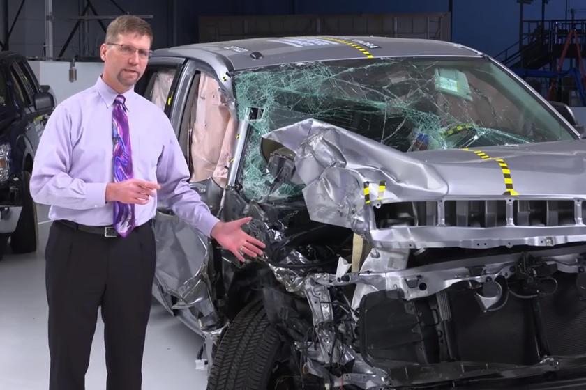 Cơ sở IIHS nhận định rằng xe bán tải là phân khúc có độ an toàn kém nhất