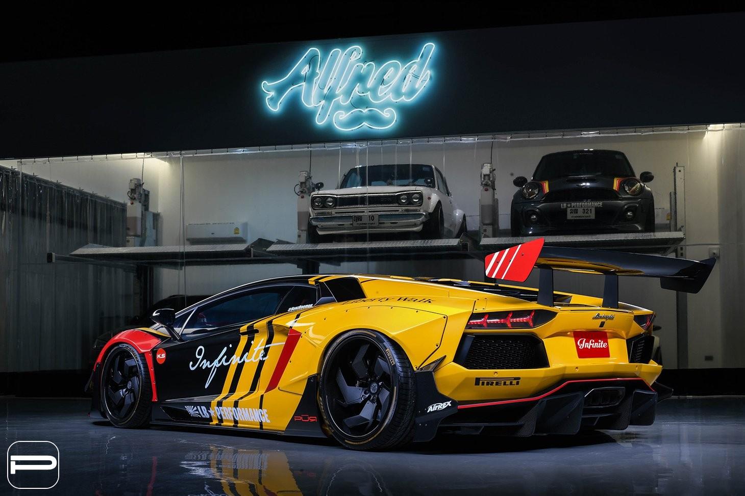 Chiếc Aventador nguyên hãng đã nhận rất nhiều trang bị độ ngoại thất