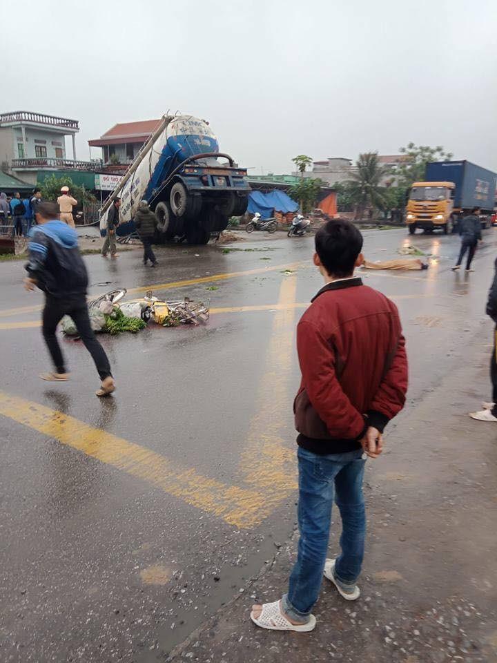 Hiện trường vụ tai nạn nghiêm trọng tại Nam Định khiến 1 ngươi tử vong tại chỗ (Ảnh: Facebook)