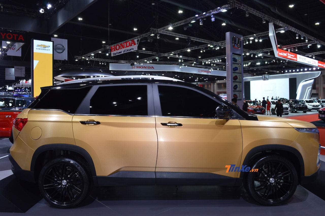Chiếc Chevrolet Captiva 2019 màu vàng dùng bộ vành Vossen 10 chấu kép