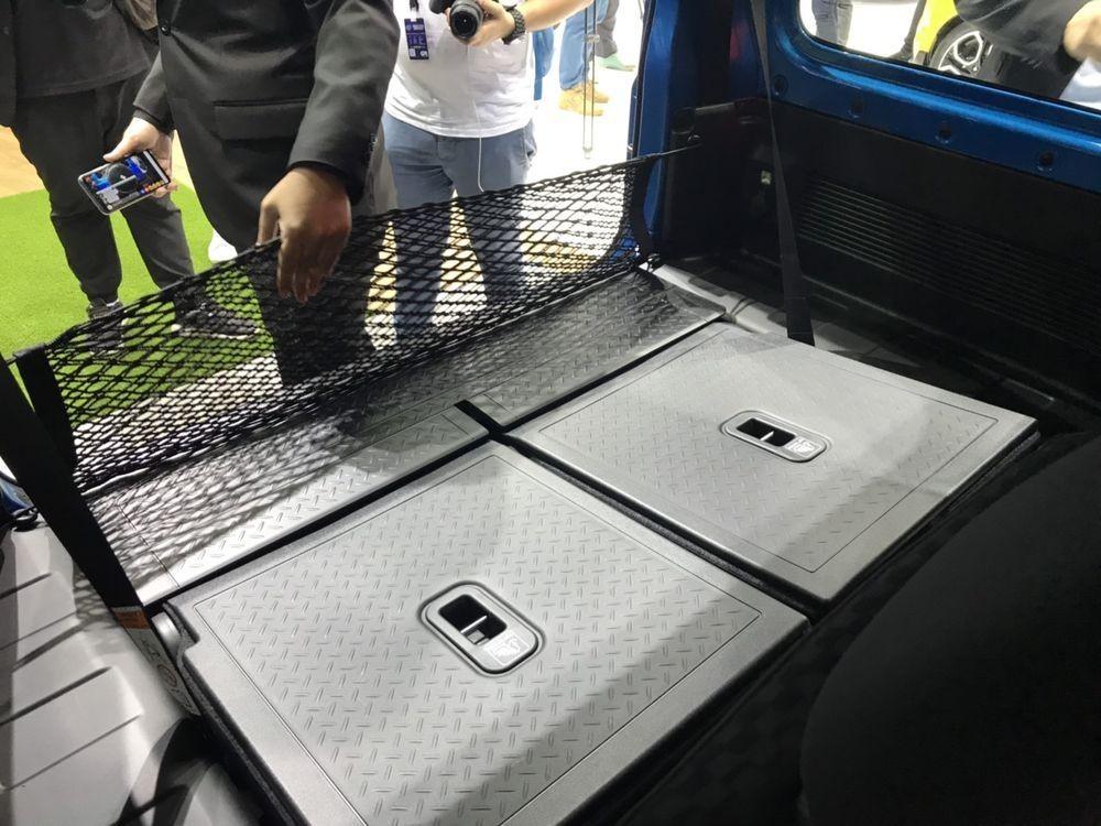 Khi hàng ghế sau gập xuống, Suzuki Jimny 2019 có khoang hành lý 377 lít