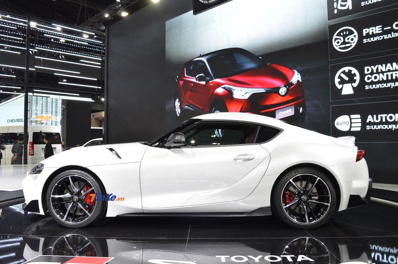 Toyota GR Supra 2020 được trang bị vành 19 inch và cùm phanh màu đỏ nổi bật