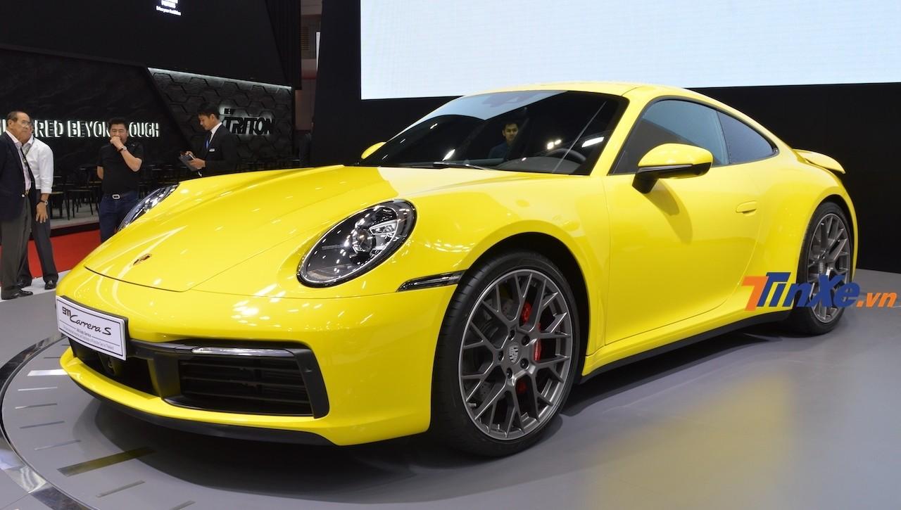 Chiếc Porsche 911 Carrera S thế hệ mới được cải thiện thiết kế, tính năng vận hành