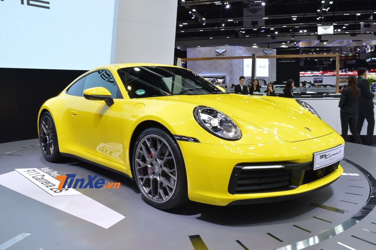 Porsche 911 Carrera S thế hệ mới có đèn pha LED và dải đèn LED mới