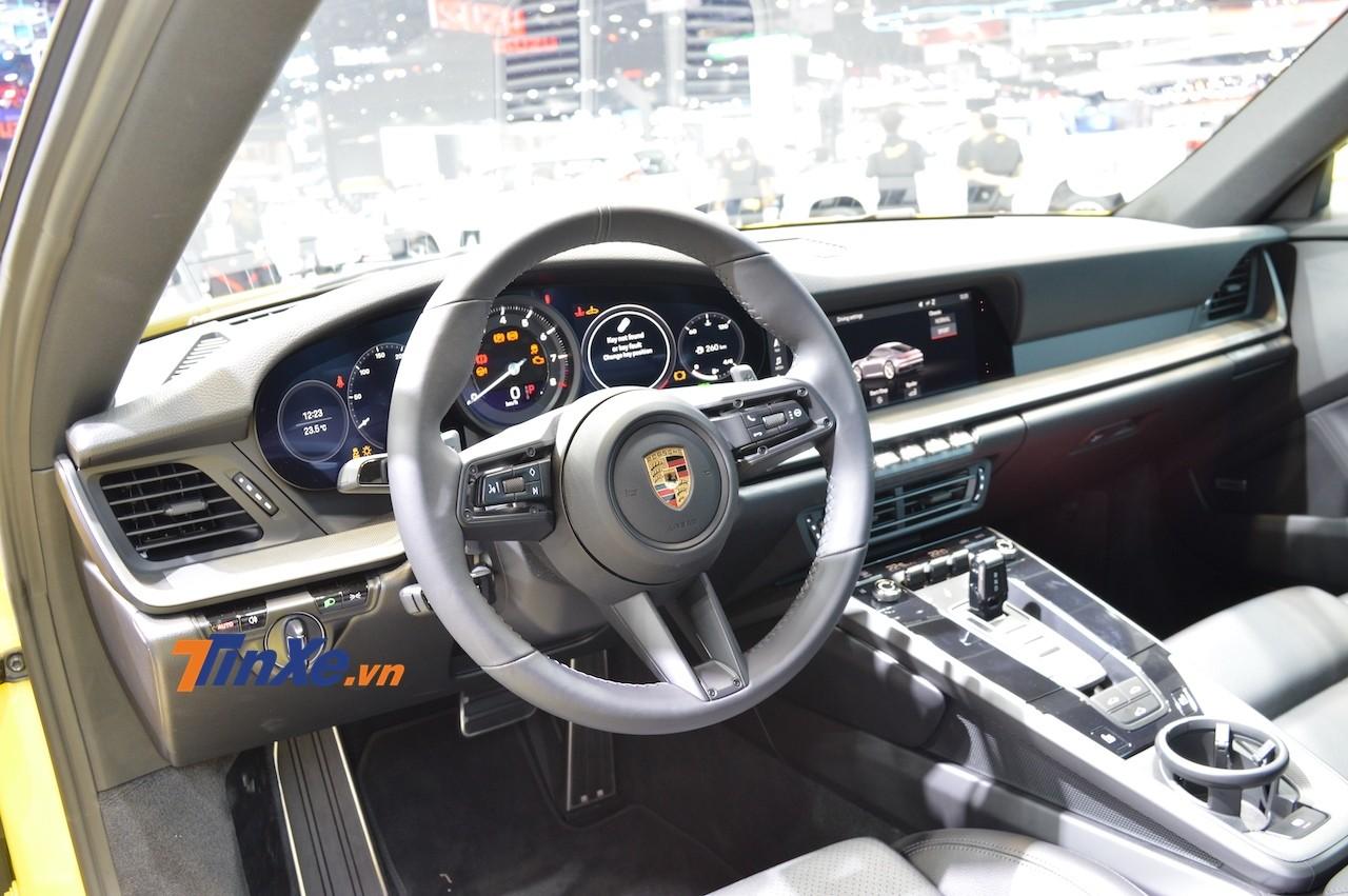 Tuy nhiên nút này lại không có trên chiếc Porsche 911 Carrera S thế hệ mới ra mắt Thái Lan