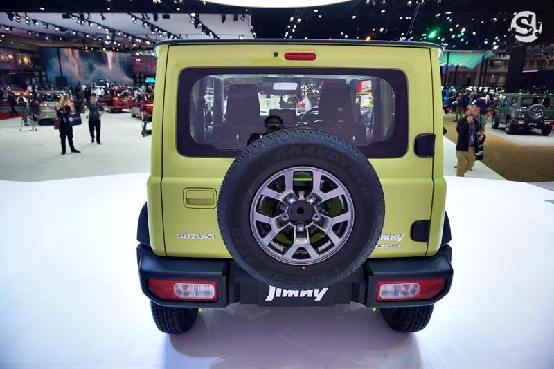 Suzuki Jimny 2019 có cả lốp dự phòng phía sau