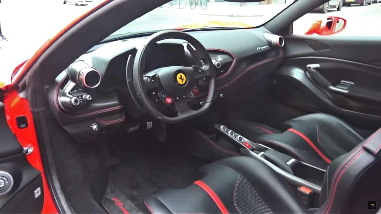 Nội thất siêu xe Ferrari F8 Tributo đầu tiên ở Anh